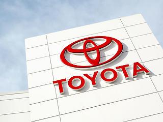 Csiphiány + koronavírus = csökkentette éves termelési célját a Toyota