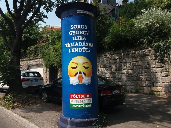 Mindenhol szem előtt vannak a kormány hirdetései Fotó: Vég Márton