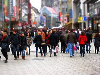 Óriásit ugrott a vásárlási kedv - megrohanták a magyarok a boltokat