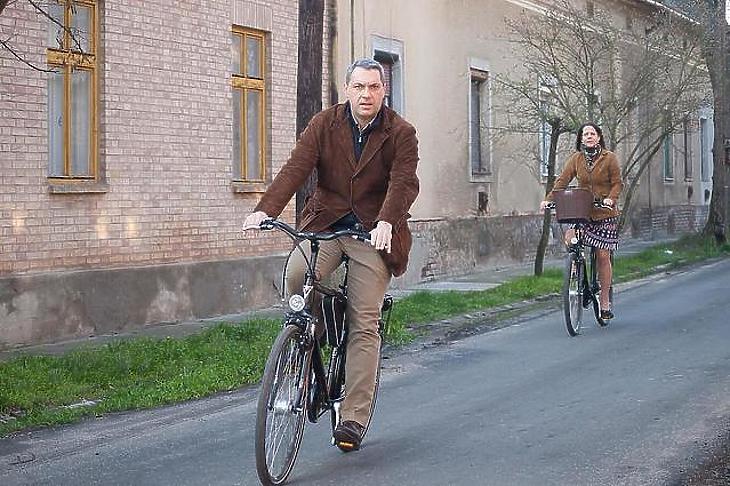 Lázár János is nyeregbe pattan olykor. (Fotó: Facebook)