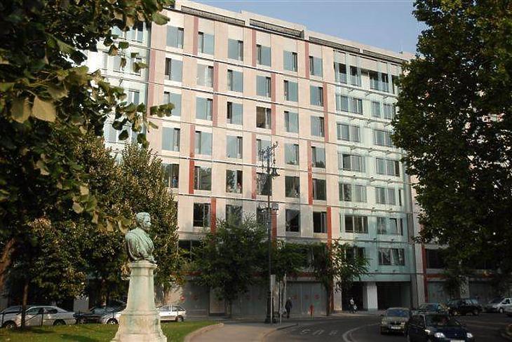 A Roosevelt Irodaház a Széchenyi téren. Fotó: irodahaz.info