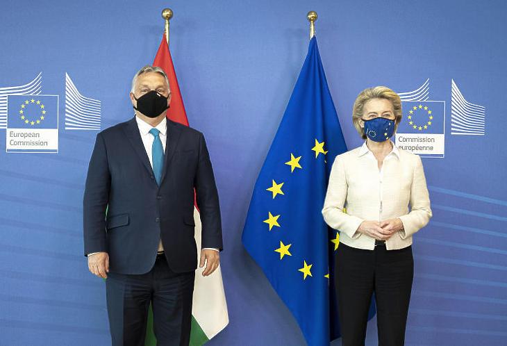 Egyre borúsabb a viszony. Orbán Viktor miniszterelnök és Ursula von der Leyen, az Európai Bizottság elnökének találkozója. (Korábbi felvétel.  MTI/Miniszterelnöki Sajtóiroda/Benko Vivien Cher)