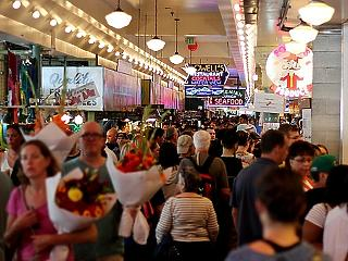 Tömeg a boltokban - tovább emelkedett a kiskereskedelmi forgalom