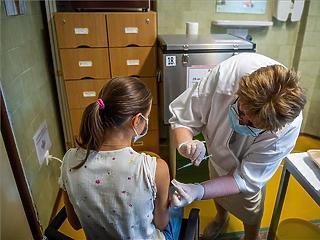 Nyáron 185 ezer diákot oltottak be koronavírus ellen
