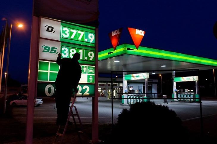A mostanihoz közeli olajárral számolnak az idén