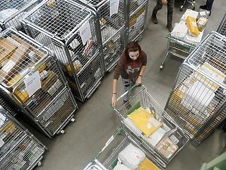 Csomagforgalmi rekordot szült a tavalyi év a Magyar Postánál