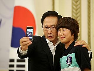 Megvan az ítélet: börtönbe megy a volt dél-koreai elnök