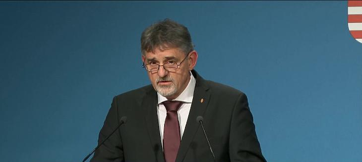 György István államtitkár a pedagógus-tesztelésről beszélt. Fotó: mfor