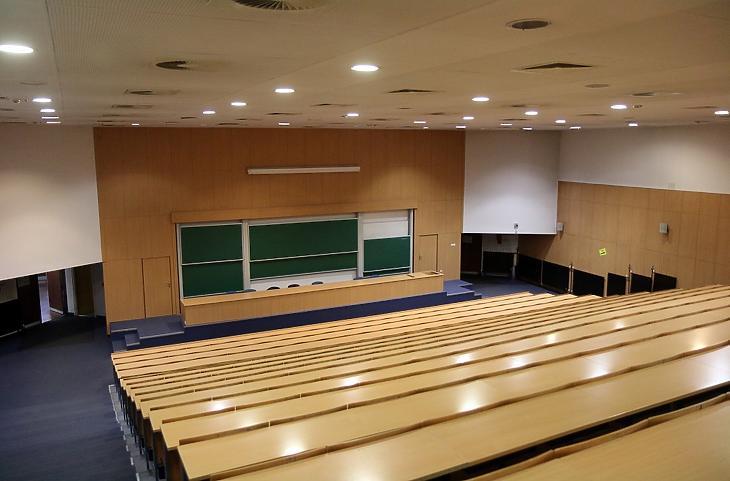 A Miskolci Egyetem egyik üres előadóterme 2020. március 12-én. MTI/Vajda János