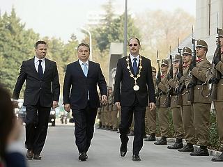 Orbán Viktor üzent a katonáknak: Önkéntes nem szerelhet le önként
