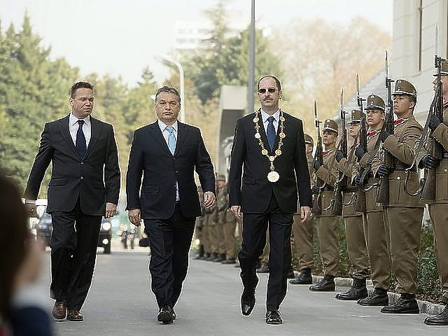 Patyi András a jobb oldalon
