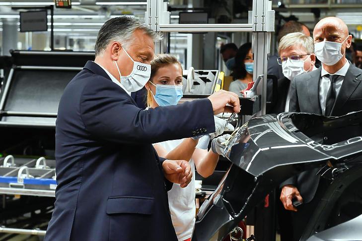 Orbán Viktor az Audi győri gyárában (Fotó: MTI / MTVA / Koszticsák Szilárd)