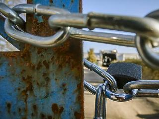 Gulyás Gergely bejelentette: két hétre bezárják az üzleteket, egy hónapra az iskolákat
