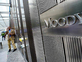 Pozitívról stabilra változtatta a magyar bankrendszer kilátását a Moody's
