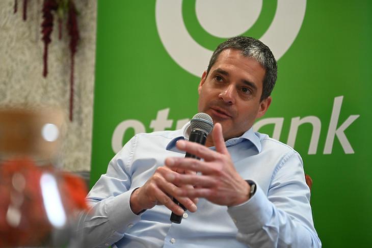 Csányi Péter, az OTP Bank vezérigazgató-helyettese szerint előtérbe helyezik a papírmentességet. Fotó: LocalTime PR