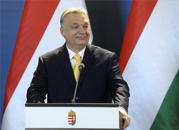 Orbán Viktor az április 10-i, rendkívüli sajtótájékoztatón az Országházban. (MTI/Soós Lajos)