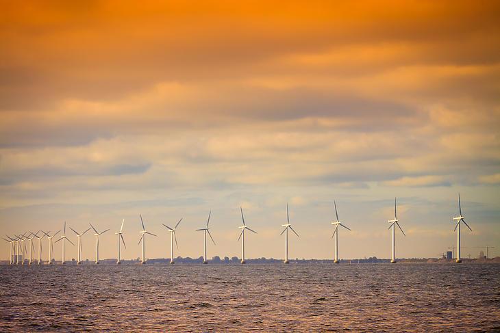 Offshore dán szélfarm a Balti-tengeren. Illusztráció. (Forrás: Depositphotos)