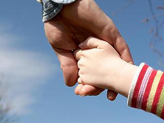 Komoly támogatást kapnak az ilyen betegséggel élő családok