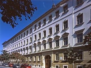 Az MNB-alapítványok megveszik a Wallis-alapító cégét