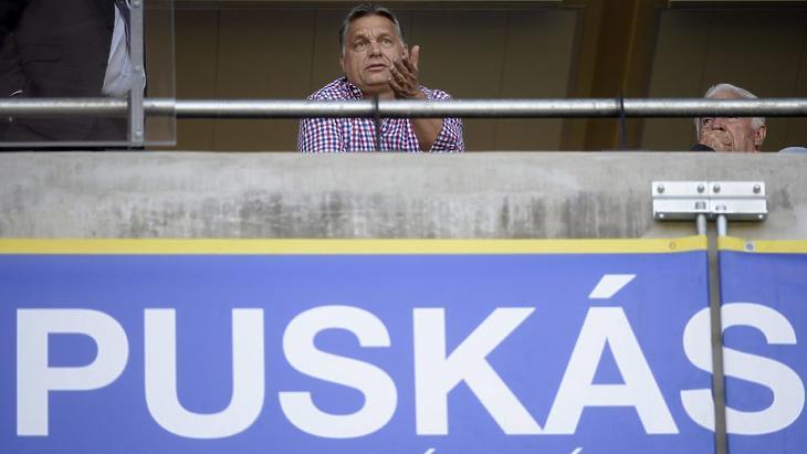 Orbán a felcsúti stadionban (Fotó: MTI)