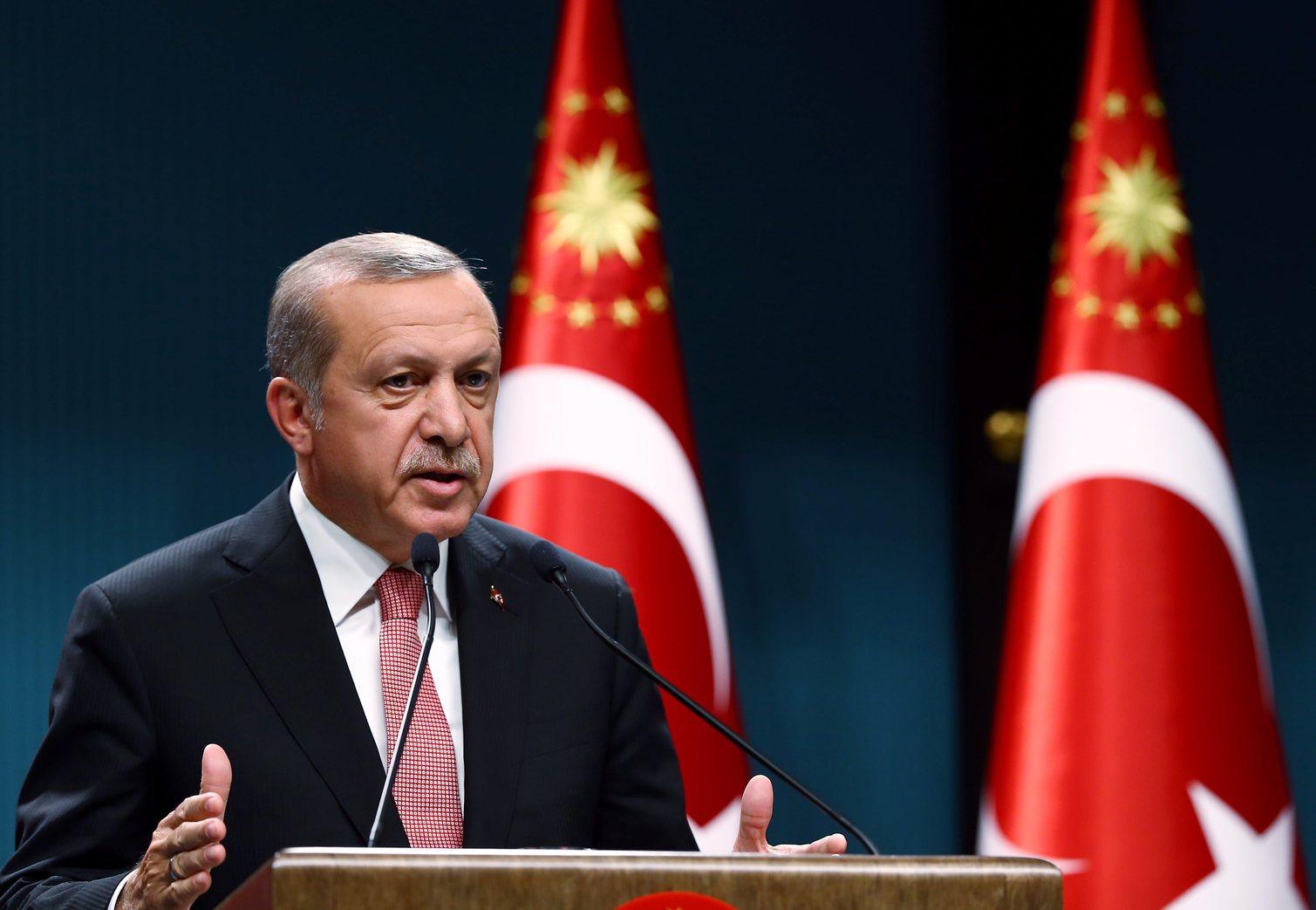 Nincs könnyű helyzetben Recep Tayyip Erdogan török elnök (Fotó: MTI/EPA)