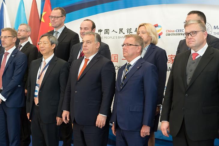 Orbán Viktor és Matolcsy György jegybankelnökök társaságában