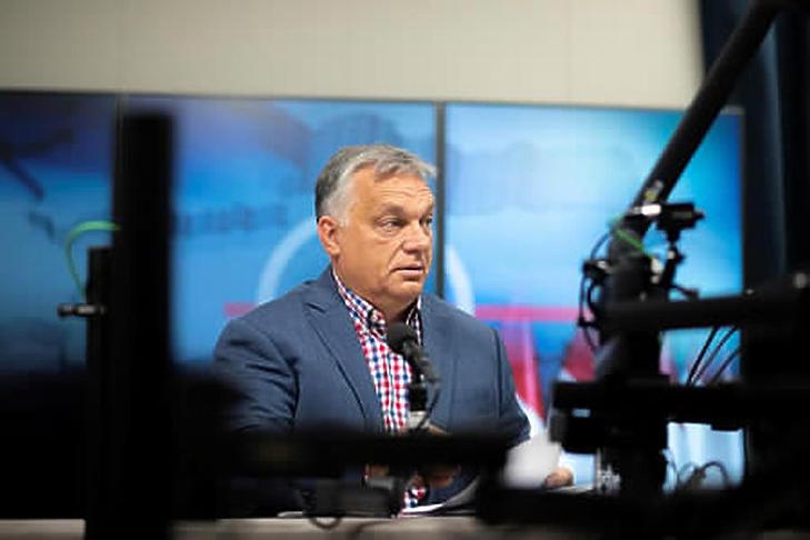 Orbán Viktor a béremelésekről is beszélt péntek reggel (Fotó: MTI/Miniszterelnöki Sajtóiroda/Benko Vivien Cher)