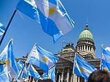 Még lejjebb csúszott a lejtőn Argentína