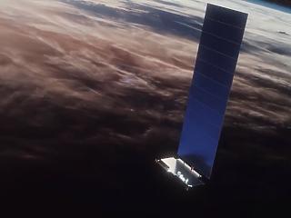 13,6 tonna internetet lőtt az űrbe Elon Musk