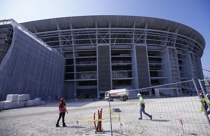 Munkások az épülő új Puskás Stadionnál. (MTI/Illyés Tibor)
