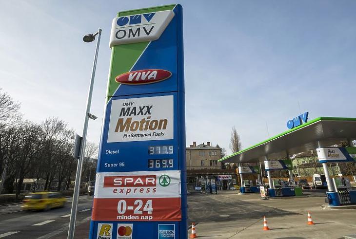 0-24-ben nyitva tartó Spar Express egy OMV töltőállomáson a II. kerületi Szilágyi Erzsébet fasoron (Fotó: MTI Fotó, Mohai Balázs)