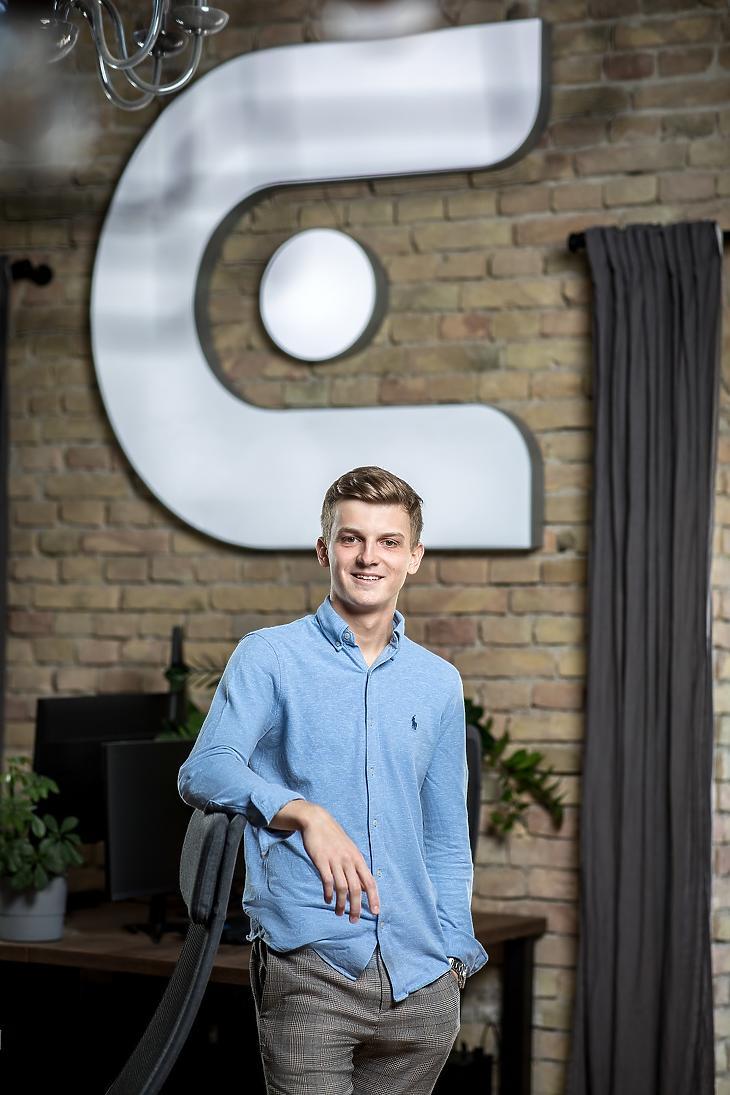 Mikó Botond, az Exagent CEO-ja a cég új főhadiszállásán. (Fotó: http://contentnmore.hu/)