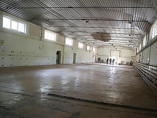 Végrehajtás alatt álló cég újítja fel a dunaújvárosi sportcsarnokot