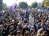 A Békemenetet is lepipáló tömeg tüntetett Londonban