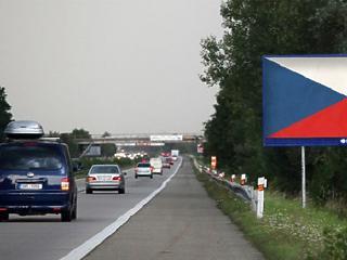 Koronavírus: lezárja Csehország a határait