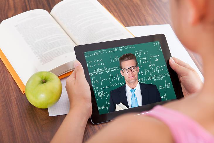 A Toldy Ferenc Gimnáziumban már maximálisan felkészültek a digitális tanrendre. Fotó: depositphotos
