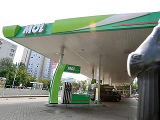 Marad a magasabb adó az üzemanyagokon