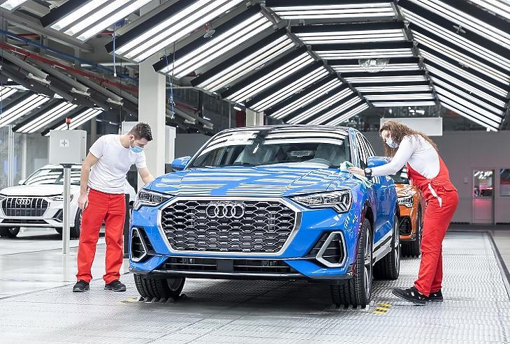 Az Audi Q3 PHEV gyártása (Forrás: Audi Hungária)