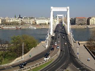 Részleges sávelzárás lesz az Erzsébet hídon a hétvégén