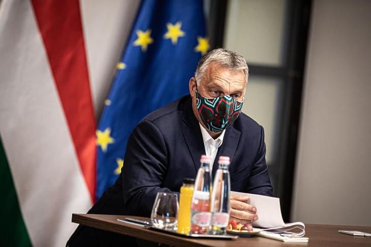 Orbán Viktor maszkban (Forrás: Orbán Viktor Facebook oldala)
