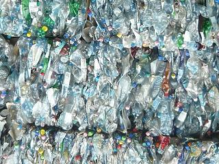 Kitiltották az egyszer használatos műanyag palackokat a San Franciscó-i reptérről