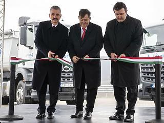 Mészáros Lőrinc felavatta kamionparkolóját