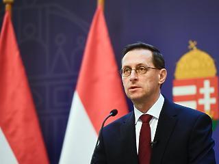 Adócsökkentéseket jelentett be Varga Mihály