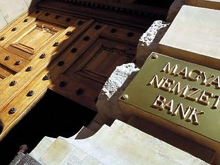 Nem változtatott 0,9 százalékos alapkamatán az MNB
