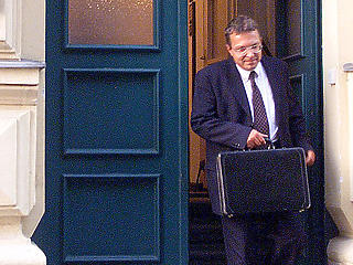 Már vége az Orbán-Simicska háborúnak, de tovább folynak a közpénzek