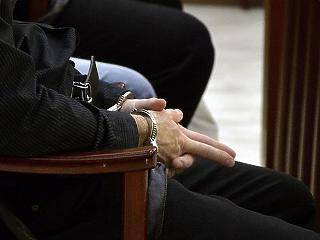 Hetven ember ellen emeltek vádat egy kormányhivatali korrupciós ügyben