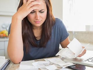 A nőké a nagyobb pénzügyi felelősség otthon, pedig ők keresnek kevesebbet