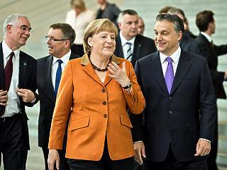 Merkel váratlanul megdicsérte Orbánt