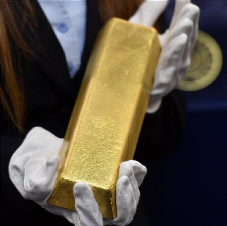 Aranyrúd a Magyar Nemzeti Bank (MNB) sajtótájékoztatóján a jegybank székházában (MTI Fotó: Illyés Tibor)