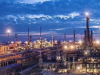 Pengeélen táncol az olajszektor – hogy érinti ez a Molt?